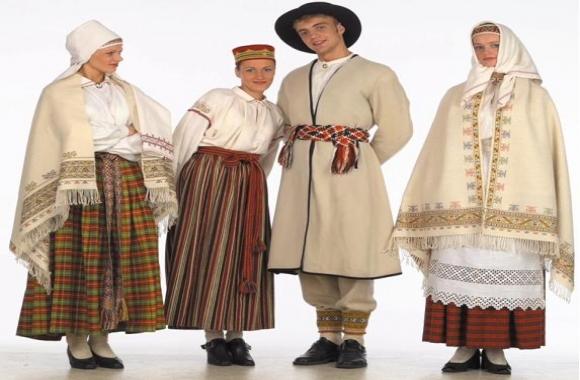 Практичный подарок в праздник - национальный женский костюм 4cdccaefa4afb
